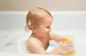 Hoe vaak je kind wassen in bad